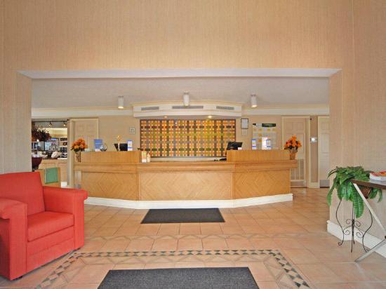 La Quinta Inn Denver Cherry Creek: Lobby view
