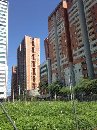 Medellin, Kolumbia: In front of Ciudad Del Rio