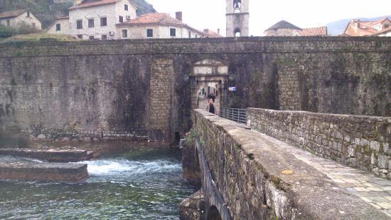 Gurdich Gate: Ponte para o portão