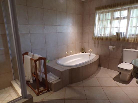 Milkwood Lodge: bathroom