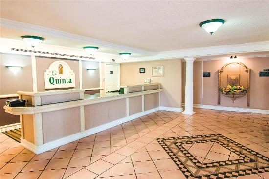 La Quinta Inn Indianapolis Airport Lynhurst : Lobby view