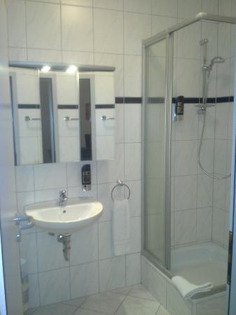 Hotel Alt Gießen: Badezimmer Modern Und Geräumig