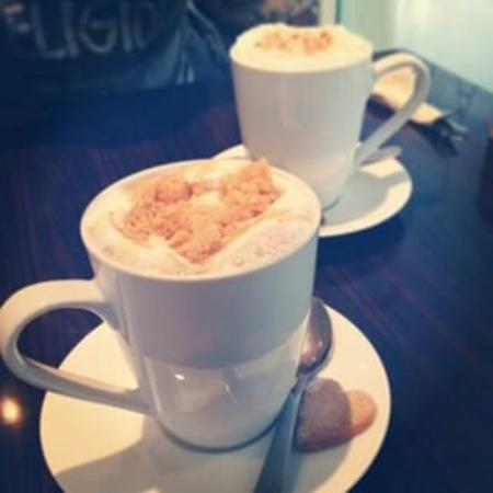 Whytes Cafe Bar: Caramel Crunch Hot Chocolates mmmmm!