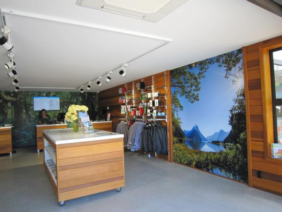 Photo of Tourist Attraction Fiordland i-SITE Visitor Information Centre at 19 Town Centre, Te Anau 9600, New Zealand