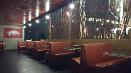 Alma, AR: Clean and modern dining environment