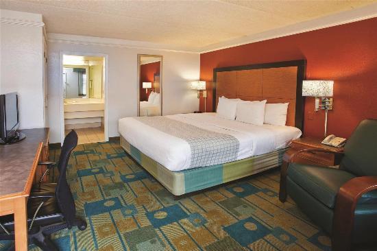 La Quinta Inn Savannah Midtown: Guest room
