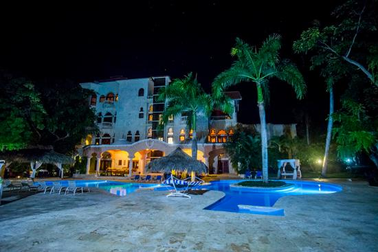 The Palace at Playa Grande: Palace at Night