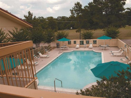 La Quinta Inn Lufkin: Pool view
