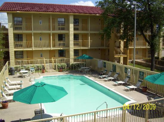 La Quinta Inn Temple : Pool view