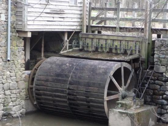 West Point on the Eno: La roue du moulin