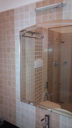 Kaivalyam Retreat: Bathroom