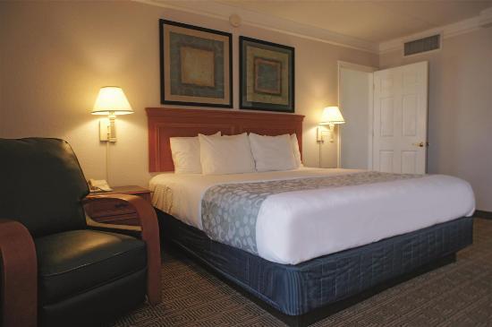 La Quinta Inn El Paso West: Guest room