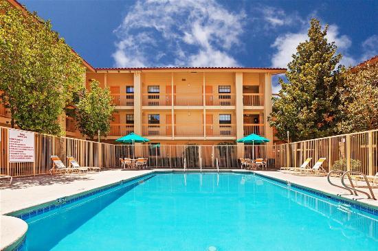 La Quinta Inn El Paso West: Pool view