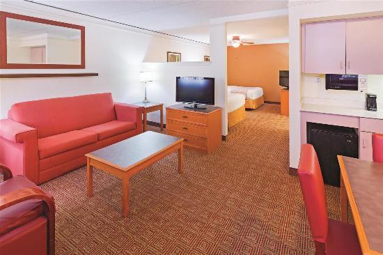 La Quinta Inn San Antonio Sea World Ingram Park: Guest room