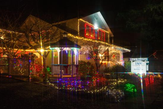 Edwin K Bed and Breakfast: External Photo Of The Edwin K at Christmas Time