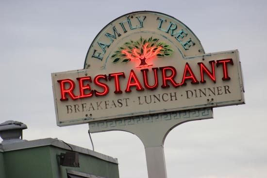 Photo of American Restaurant Family Tree at 4346 Bailey Ave, Amherst, NY 14226, United States