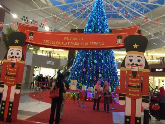 Christmas decorations - Picture of Mitsui Outlet Park Klia Sepang ...