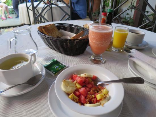 Hotel Los Volcanes B&B: Delicious breakfast