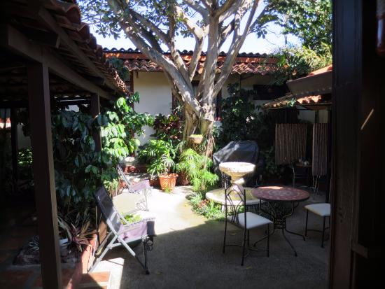 Hotel Los Volcanes B&B: Courtyard, also where breakfast is served