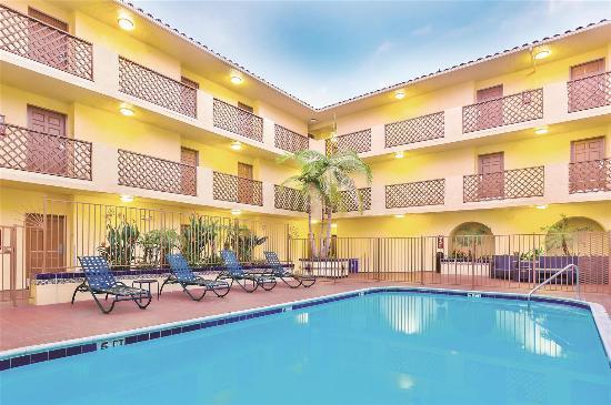 pool view picture of la quinta inn suites san diego. Black Bedroom Furniture Sets. Home Design Ideas