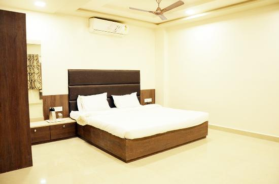 Daksh Hotel & Restaurant