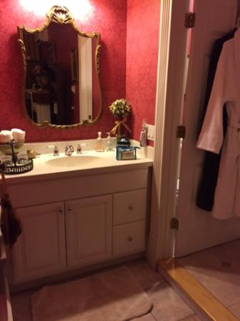 Cambridge, WI: Ana's Room - vanity