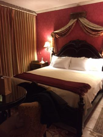 Cambridge, Висконсин: Ana's Room - king-size bed, heated mattress pad