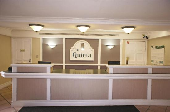 La Quinta Inn Tampa Bay Pinellas Park Clearwater: Lobby view