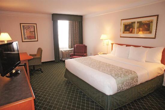 La Quinta Inn & Suites Tacoma Seattle: Guest room