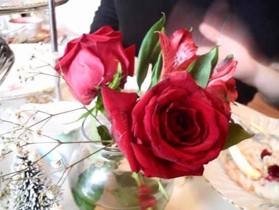 Long Grove, IL: Roses on each table.