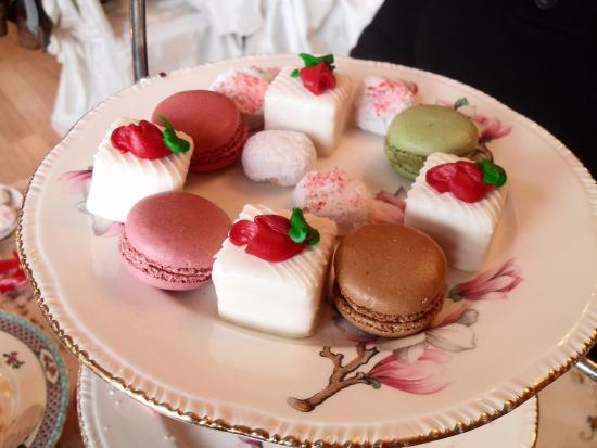 Long Grove, อิลลินอยส์: Petit Fours and Macaroons.