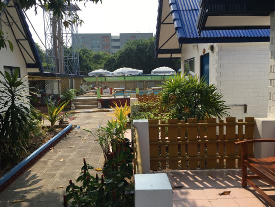 Lunar Hut Resort: photo0.jpg