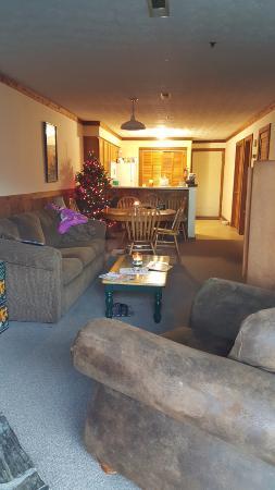 Alpine Crest Resort: Living Room, Dining Room, & Kitchen