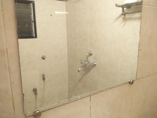 Hotel Mina International: Washroom