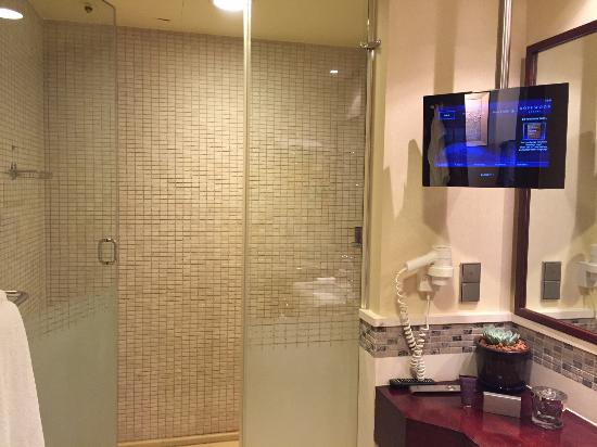 Rosewood Jeddah: Bathroom