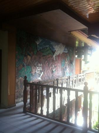 Wina Holiday Villa Hotel: Панно на стене отеля