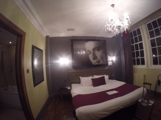 Angels Share Hotel: Room photo