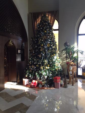 Madinat Zayed, Emiratos Árabes Unidos: Christmas Season in the Lobby