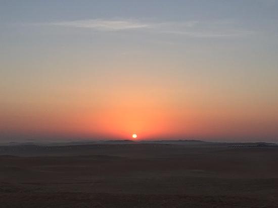 Madinat Zayed, Emiratos Árabes Unidos: Sun rise in the desert