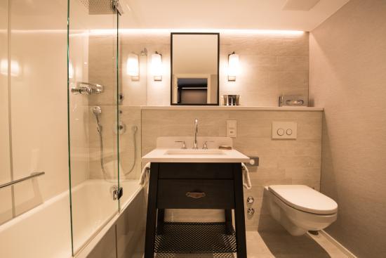 Badezimmer design einzelzimmer hotel for Hotel badezimmer design