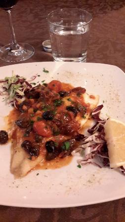 Gambara, Italy: Orata alla piastra con capperi e olive