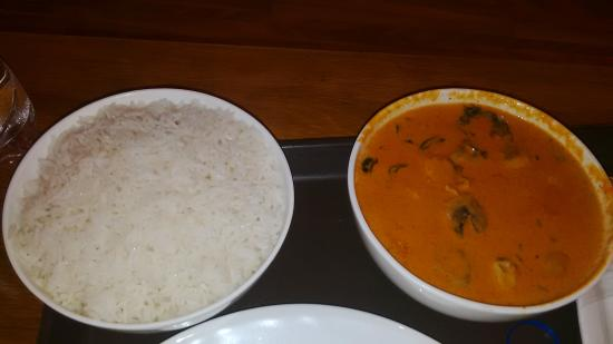 The Gordon House Hotel: Thai ckhcken curry with red sauce