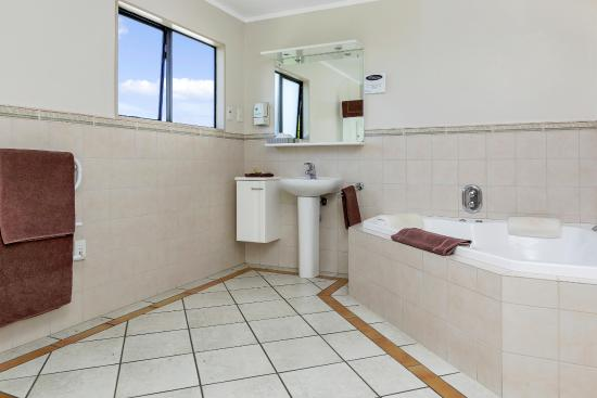 Whangarei, Nova Zelândia: Spa Bath unit Bathroom