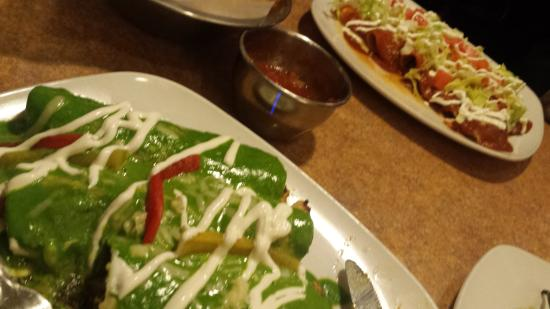 Exeter, Nueva Hampshire: Spinach and Chicken Enchildas and Enchiladas Super Rancheras