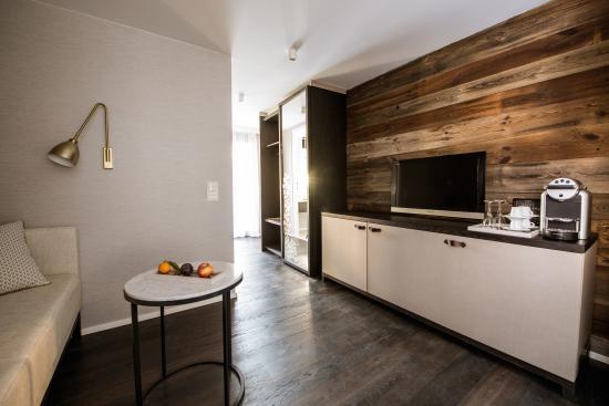 Badezimmer Design Superior - Picture of Hotel Alpenhof, Zermatt ...