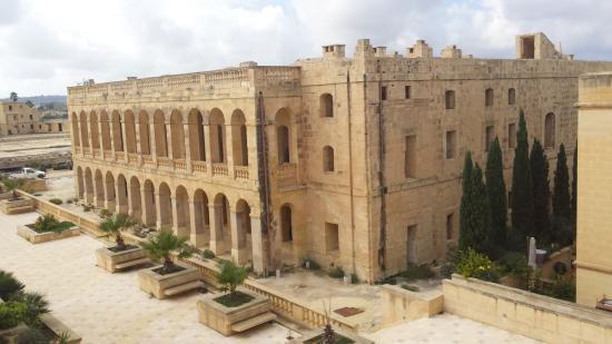 Ghajnsielem, Malta: The maginificent old Fort.