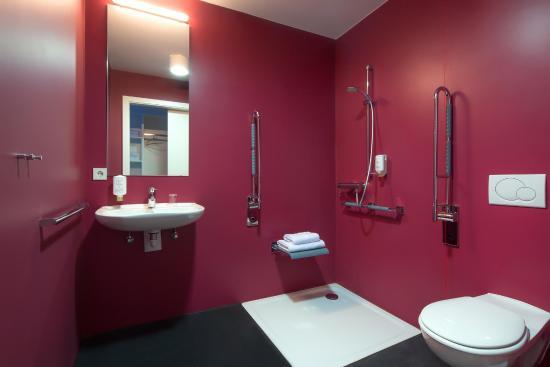 Mk Hotel Berlin: Badezimmer Behindertengerecht