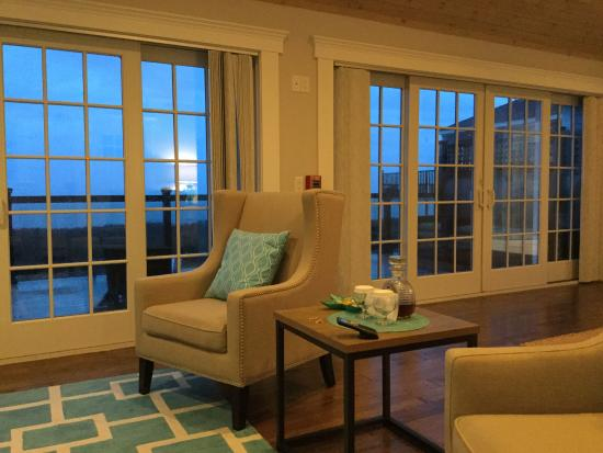 The 1661 Inn : Seating area, double doors to private porch and ocean view