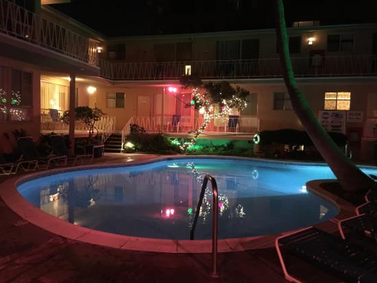 Merry christmas from santa monica bild fr n cal mar Santa monica college swimming pool hours
