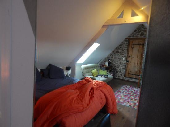 Saint-Germain-Sur-Ay, Γαλλία: la chambre , enfin une partie de la chambre!